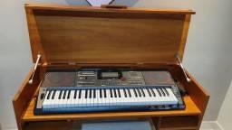 Título do anúncio: Teclado Casio Musical Digital Preto Ct-x5000 C2 bk NOVO<br>E<br><br>Mesa Teclado em Madeira Maciça
