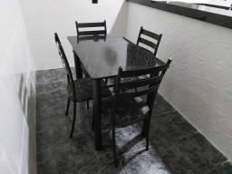 Armario + Mesa com 4 cadeiras