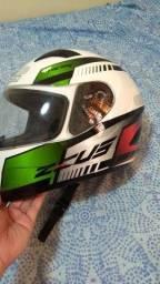 Vendo um capacete Zeus Novo,foi apenas comprado nunca usado!