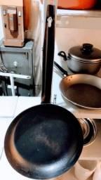 Título do anúncio: 01 Frigideiras ferro fundido preta 29cm
