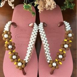 Sandalia havainas decorada