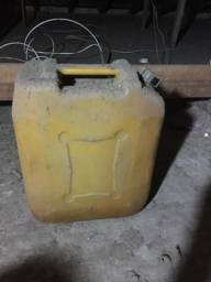 Tonel combustivel antigo
