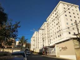 Apartamento 2/4, condomínio com piscina