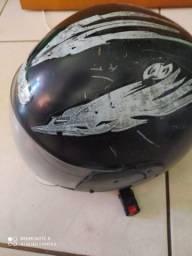 Capacete de moto usado