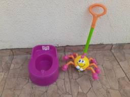 Brinquedo andador e piniquinho