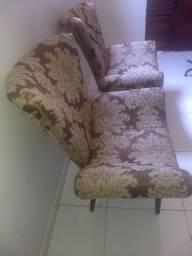 Cadeira tipo poltrona acolchoada