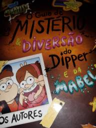 Vendo livro do Gravity Falls