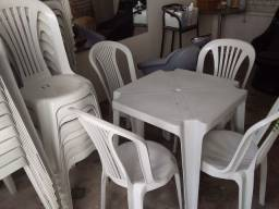 Aluguel de mesas e cadeiras .