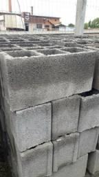 Tenho 2400 blocos para construção com preço de desapego chama wqts 49998345603