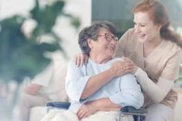 Emprega-se boa cozinheira de forno/fogão que faxine, passe e cuide/acompanhe casal idoso