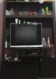 Estante com TV