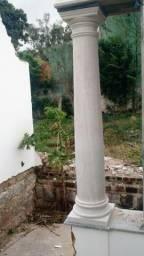 Colunas de granito e de marmore