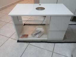 Armário de banheiro com furo para pia