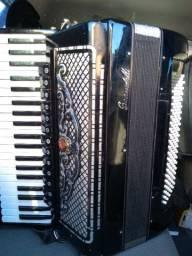 Em quarta de voz com 13 registros no teclado