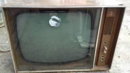 Televisão antiga Philco.