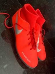 Chuteira de futsal Nike cano alto