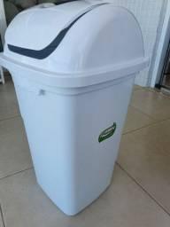 Lixeira plástica Plasvale branca com tampa basculante