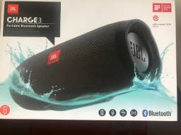 Caixa de Som JBL Charge 4, Bluetooth, Prova D' Água, Bateria recarregável, Preta 30W RMS