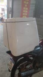 Vendo barato baú reforçado 135 litros 300$