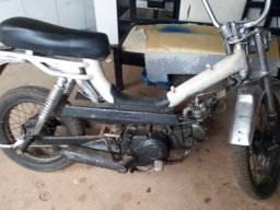 Vendo está mobylette documentada com moto  de biz por 2.000  reais