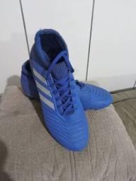 Título do anúncio: Chuteira Adidas semi nova.