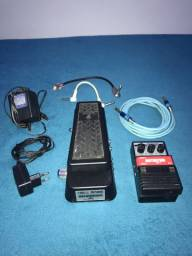 Kit com Wah-Wah, pedal DISTORTION, fonte especial, cabos de guitarra e pedal.