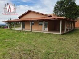 Chácara com vista maravilhosa, 03 quartos, espaço gourmet e ótimo bairro em Pinhalzinho SP