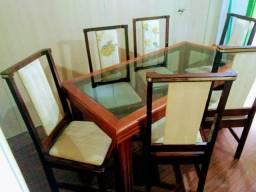 Mesa retangular em madeira maciça, com tampo de vidro + 6 cadeiras