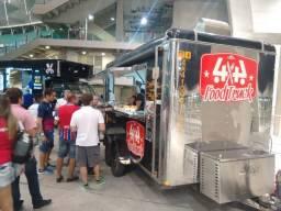 Food Truck equipado com ponto fixo em faculdade
