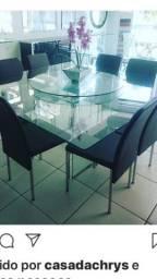 Vendo uma mesa de vidro
