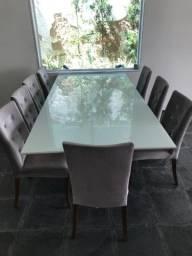 Mesa e oito cadeiras