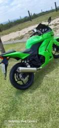 Vendo ou troco Kawasaki ninja 250r ano 2011
