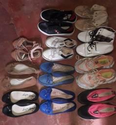 Vendo esses 12 pares de sapatos para brechó