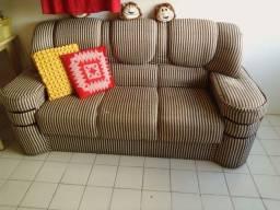 Sofá confortável três lugares
