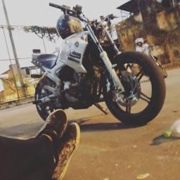 Fazer wheeling stunt