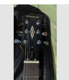 Guitarra acompanha capa ja está regulada