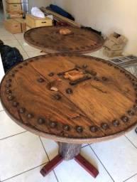 Mesa redonda feita com roda de carro de boi!