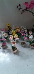 Flores artificiais, Orquídeas é comuns. Grandes por 30,00 as pequenas 3 jarro por 10,00.