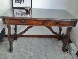Mesa para escritório em madeira.