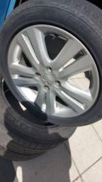 Roda mais pneus praticamente novos troco por outras da Fiat ou vendo elas!