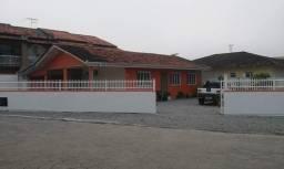 Casa no centro de Balneário Barra do Sul-SC