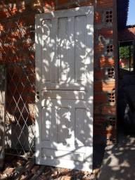 Vendo porta de madeira usada