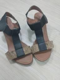 Sandália preta com dourado T37