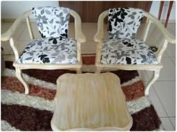 Cadeiras e Mesinha em Mogno pintada em Patina