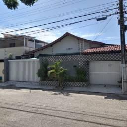 Título do anúncio: Casa plana a venda no Parque Manibura a poucos metros da Av. Oliveira Paiva