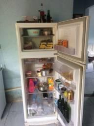 Oportunidade geladeira e armário