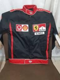 Título do anúncio: Vende-se jaqueta Ferrari