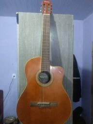 Vendo esses dois violões.