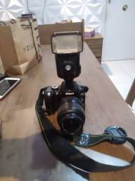 Vendo Máquina fotográfica semi profissional Nikon D 60 e flash speed Light sb 28