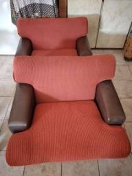 Conjunto de sofás de 3 e 2 lugares.